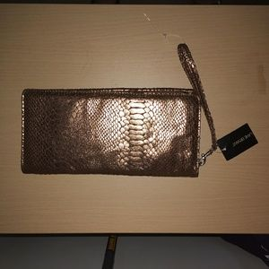Nwt wallet(2 for 15 or regular price)